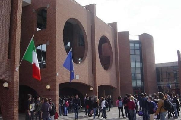 Piazzale ingresso esterno